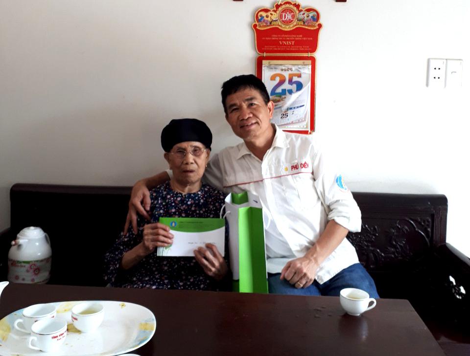 Phân bón Phú Điền thăm, tặng quà các Mẹ Việt Nam anh hùng